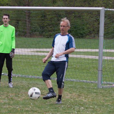 Mit 59 Jahren noch voll am Ball: Franz Eckstein beim Wiesnpokal 2018.